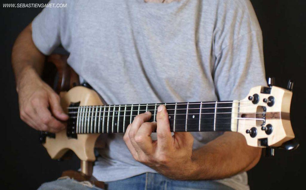 bonne-guitare-de-voyage-guitare-pour-avion-sebastien-gavet-1024x635.jpg